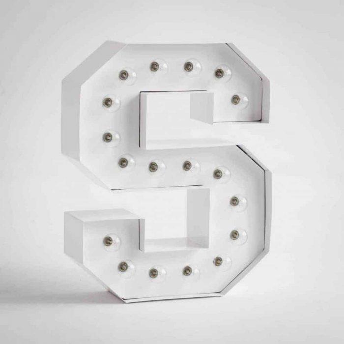 Litery z żarówkami LED do wnętrz