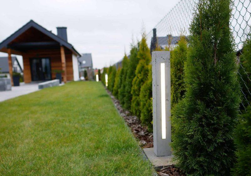 Betonowe lampy z oświetleniem LED w ogrodzie