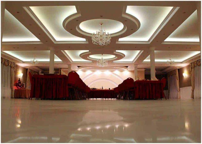 Wielobarwne oświetlenie sali weselnej Szmaragdowy Dwór