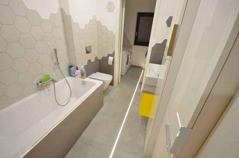 Podświetlenie fugi w łazience